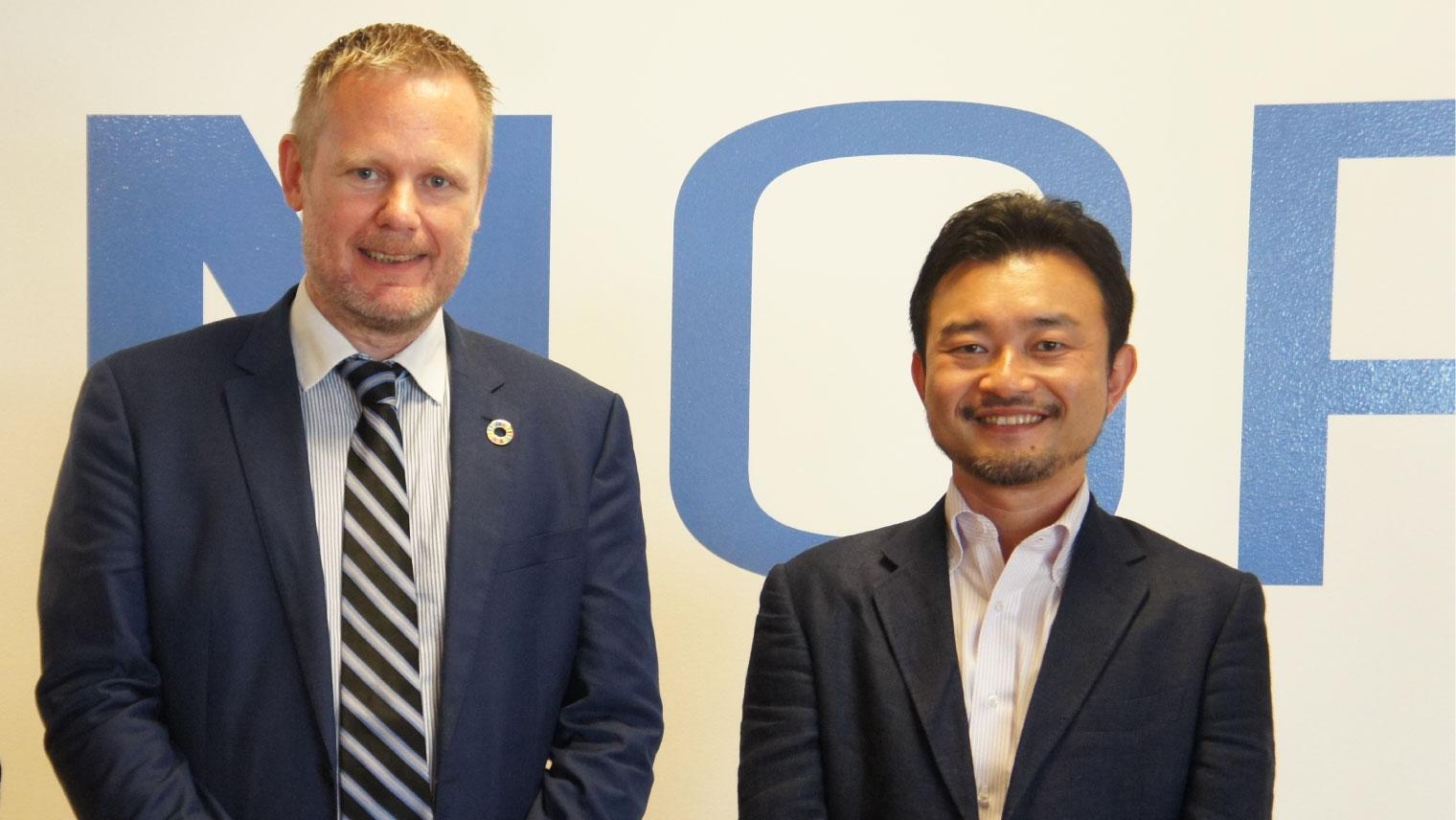 写真左:ヨナス・スヴェンソン氏 UNOPS グローバル・イノベーション部門及びテクノロジー部門代表、写真右:小田島 伸至 ソニーグループ株式会社 Startup Acceleration部門
