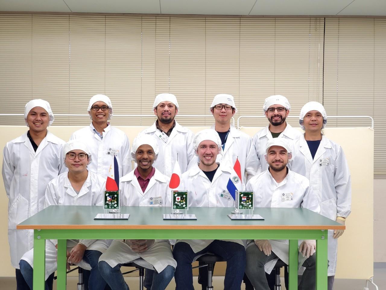 九州工業大学のBIRDS-IV衛星開発チーム