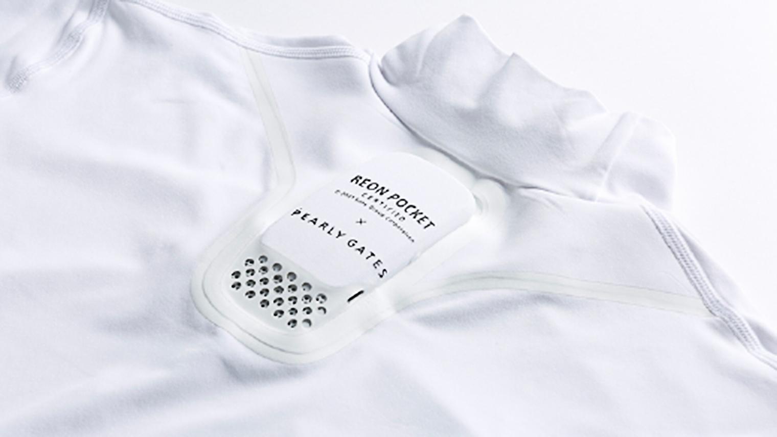 Tシャツに装着されたREON POCKETの写真