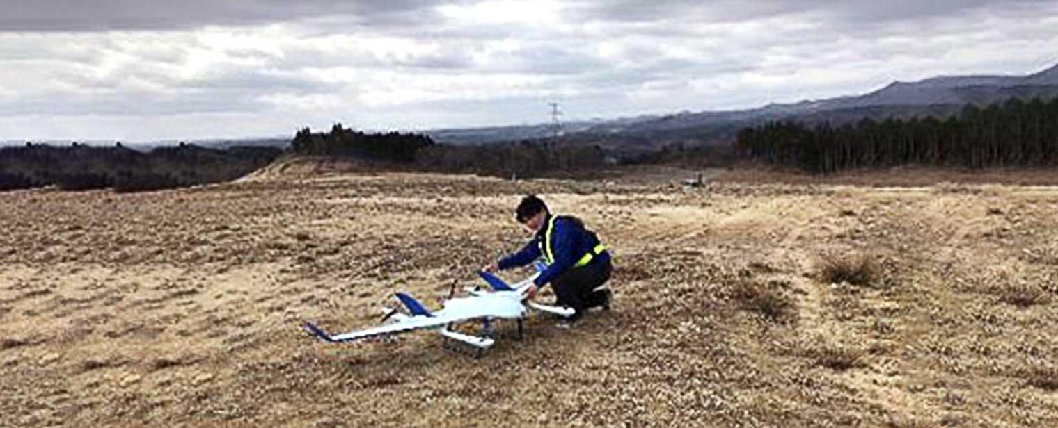 東北でのエアロボウイングの飛行デモの写真
